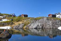 Du har både fiske, og bademuligheter ved hytta.  - Foto: Trond Løkke
