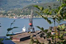 Utsikt mot fabrikken - Foto: Carina Tangeraas