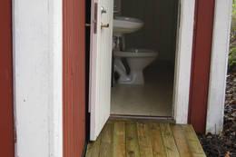 Bad med toalett, vask, og dusj, Mule Varde - Foto: Børre Baardseth