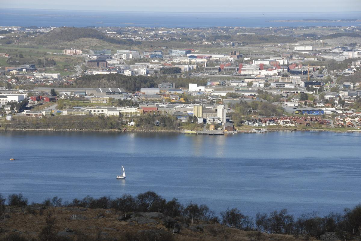 Det er en flott utsikt fra løypa langs Gandsfjorden til Lifjell.