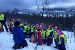 Utsikten fra Tussehuken er fenomenal. -  Foto: Barnas Turlag Tromsø