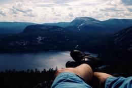 Utsikt fra toppen vestover mot Hægefjell etc. -  Foto: Morten Suhrke-Refsdal