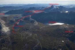 Her er ruta opp til Gasska inntegnet på flyfoto -  Foto: Kjell Fredriksen