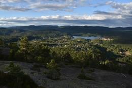 Utsikt mot Drangedal sentrum -  Foto: Knut Åkredalen