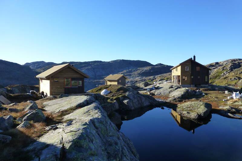 Turisforeningshytte i Bergsdalsfjellene, i Samnanger kommune. Drives av Bergen og Hordaland Turlag. Selvbetjent, 34 senger. Åpen hele året.