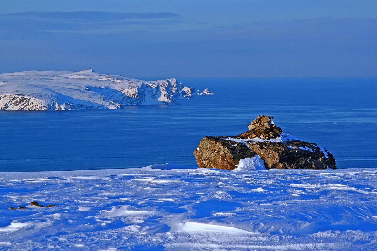 Fra Kvaløya i Finnmark, med utsikt mot Sørøya og videre utover Nordishavet.
