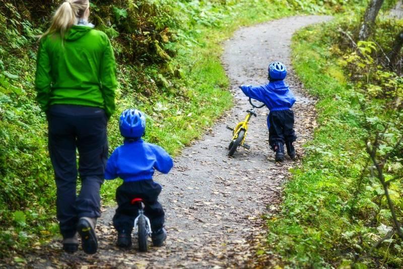 Nidelvstien er stedvis smal, men familievennlig å sykle