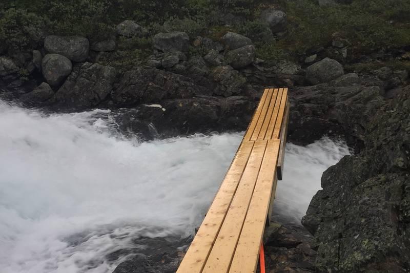 Midlertidig bru over elva Høystakka