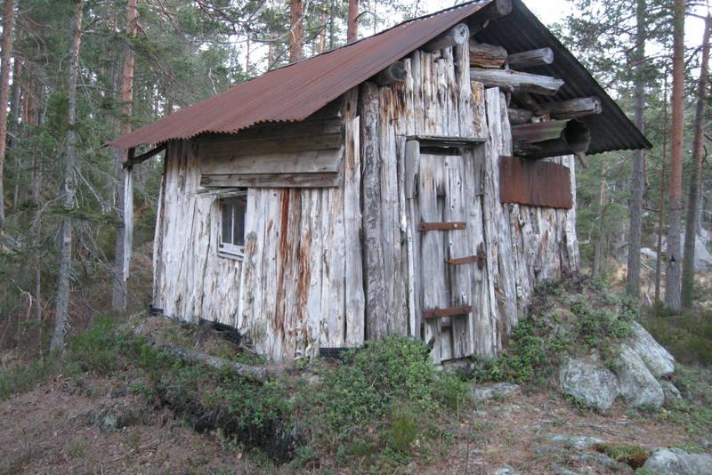 Den gamle hytta på Skarpenæring ble bygget av noen jaktkamerater ca 1927.