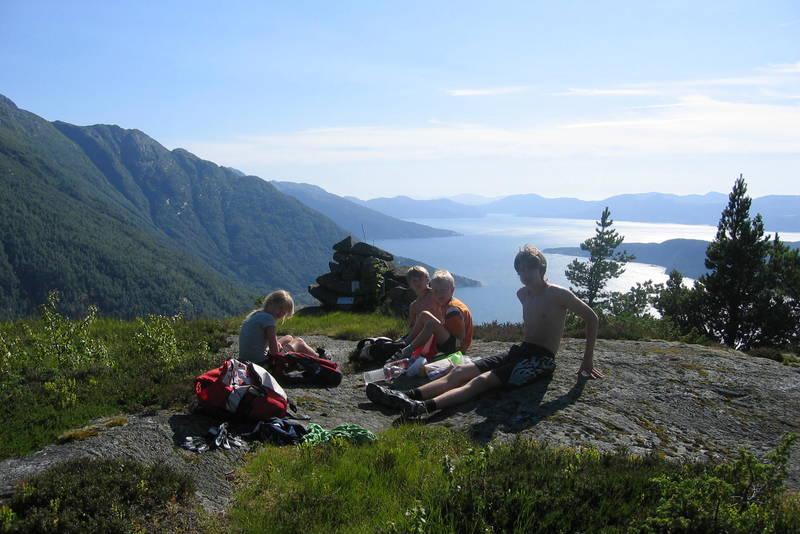 Utsikt sørover Hardangerfjorden