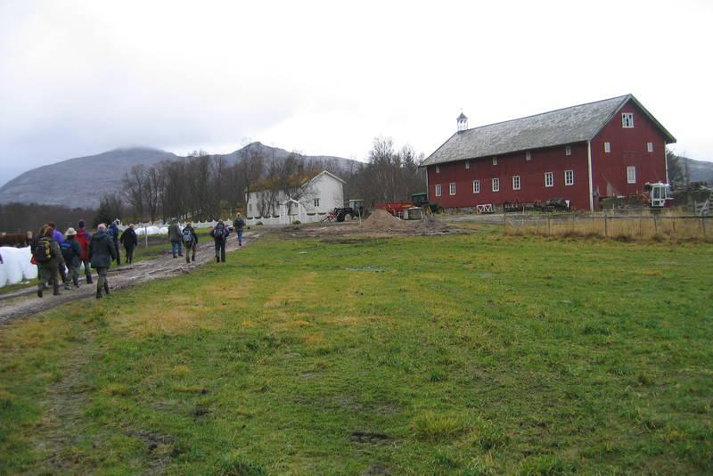 Det er fint å gå langs fjæra til Skånland