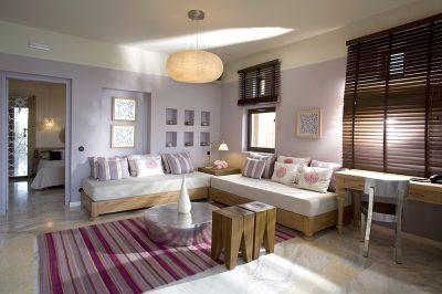 Premium One bedroom Suite with Oudoor Jacuzzi & Garden View