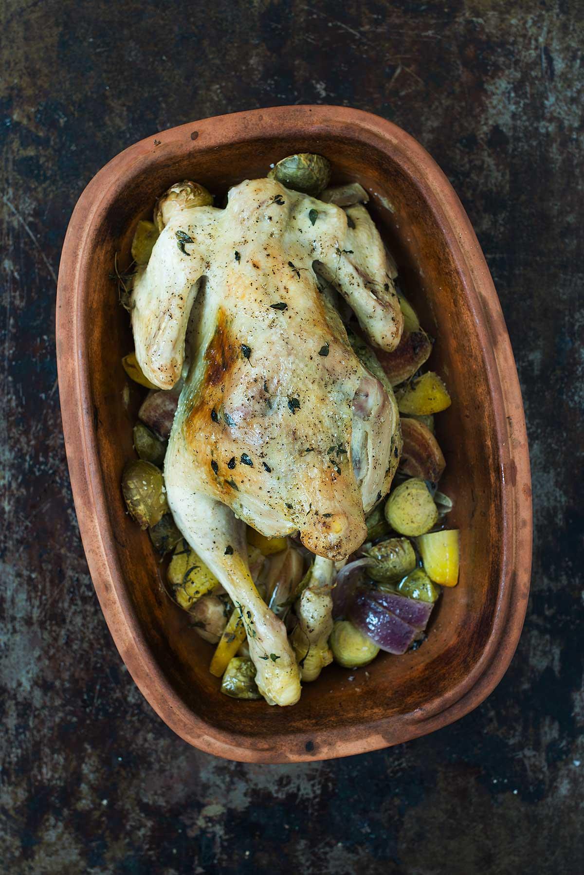 Recept: Hel kyckling i lergryta | Fröken Kräsen