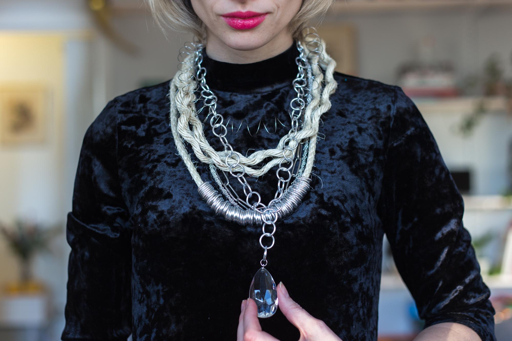 Superskaparna halsband   Anna María
