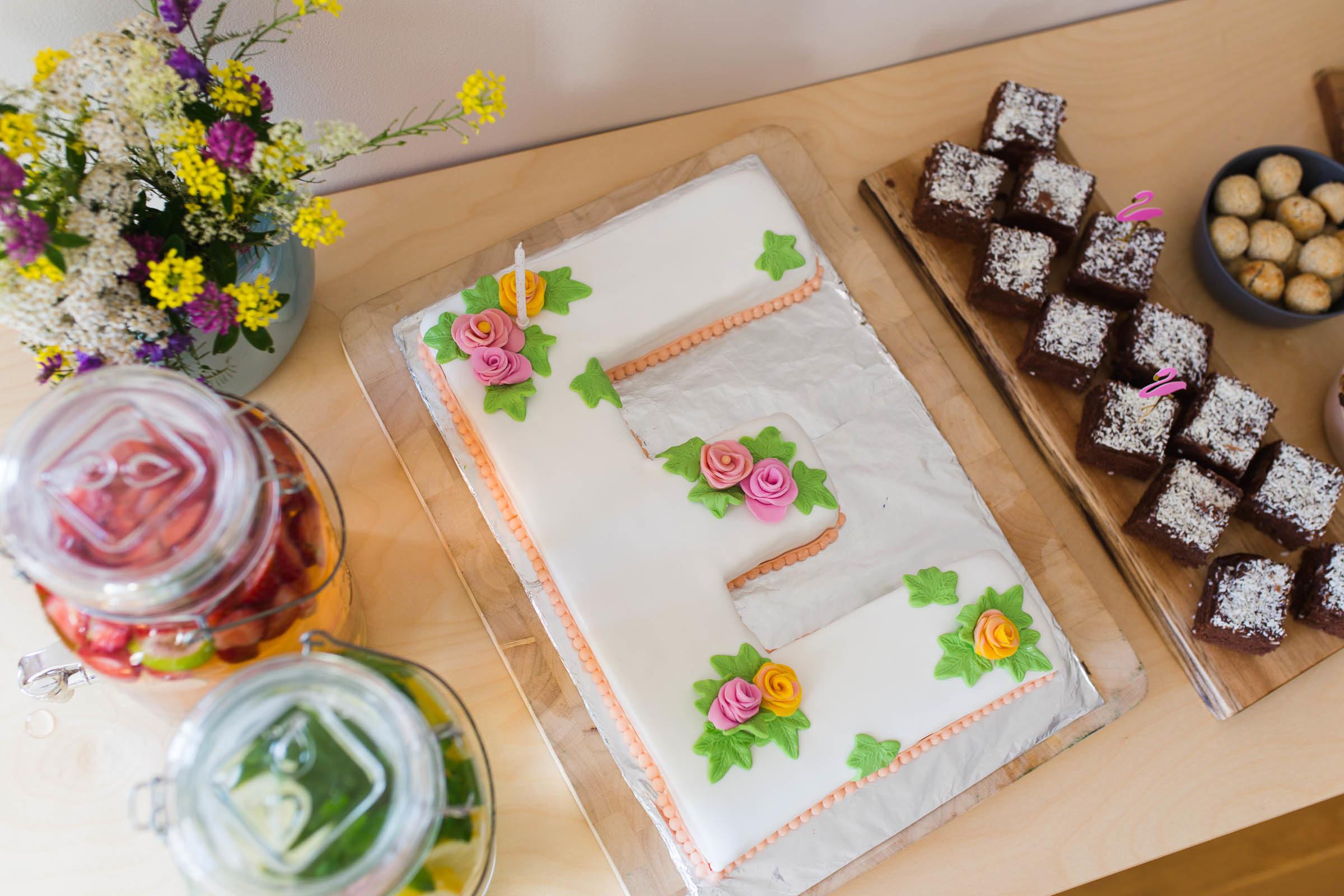Bokstavstårta med sockerpasta - Dnilva