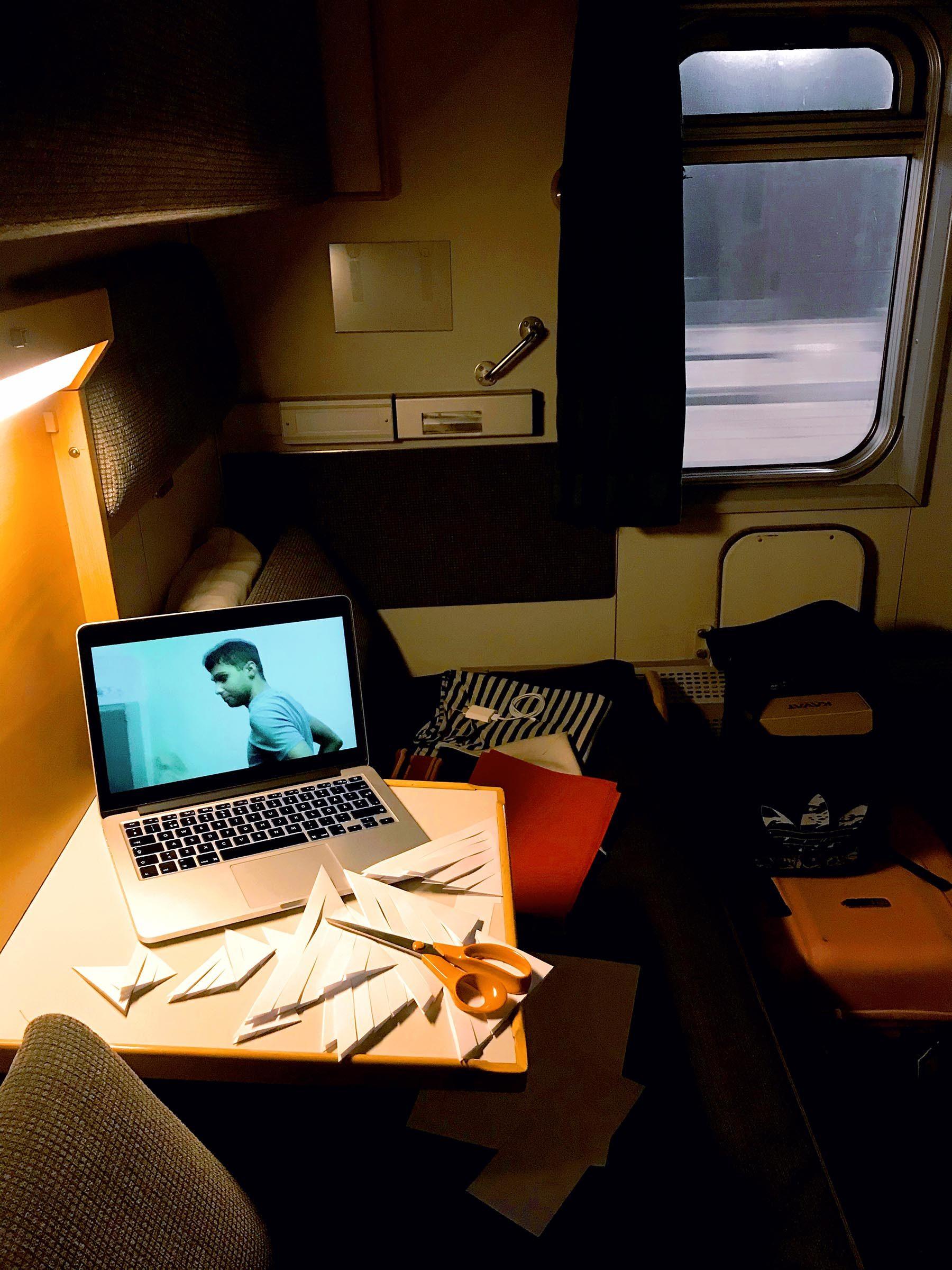 Pyssel på nattåget till Umeå
