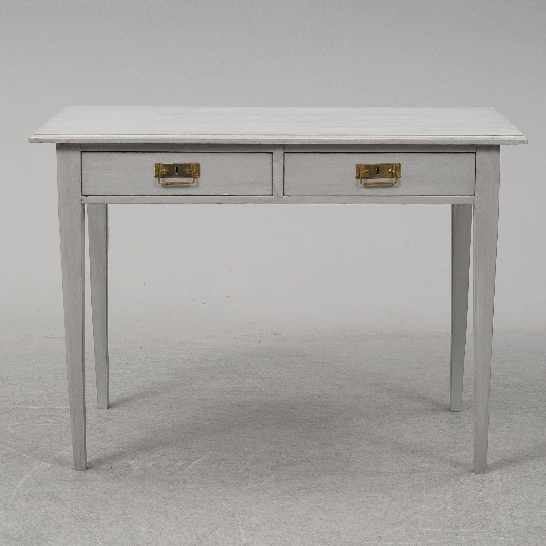 Vitt jugendskrivbord med två lådor och mässingshandtag