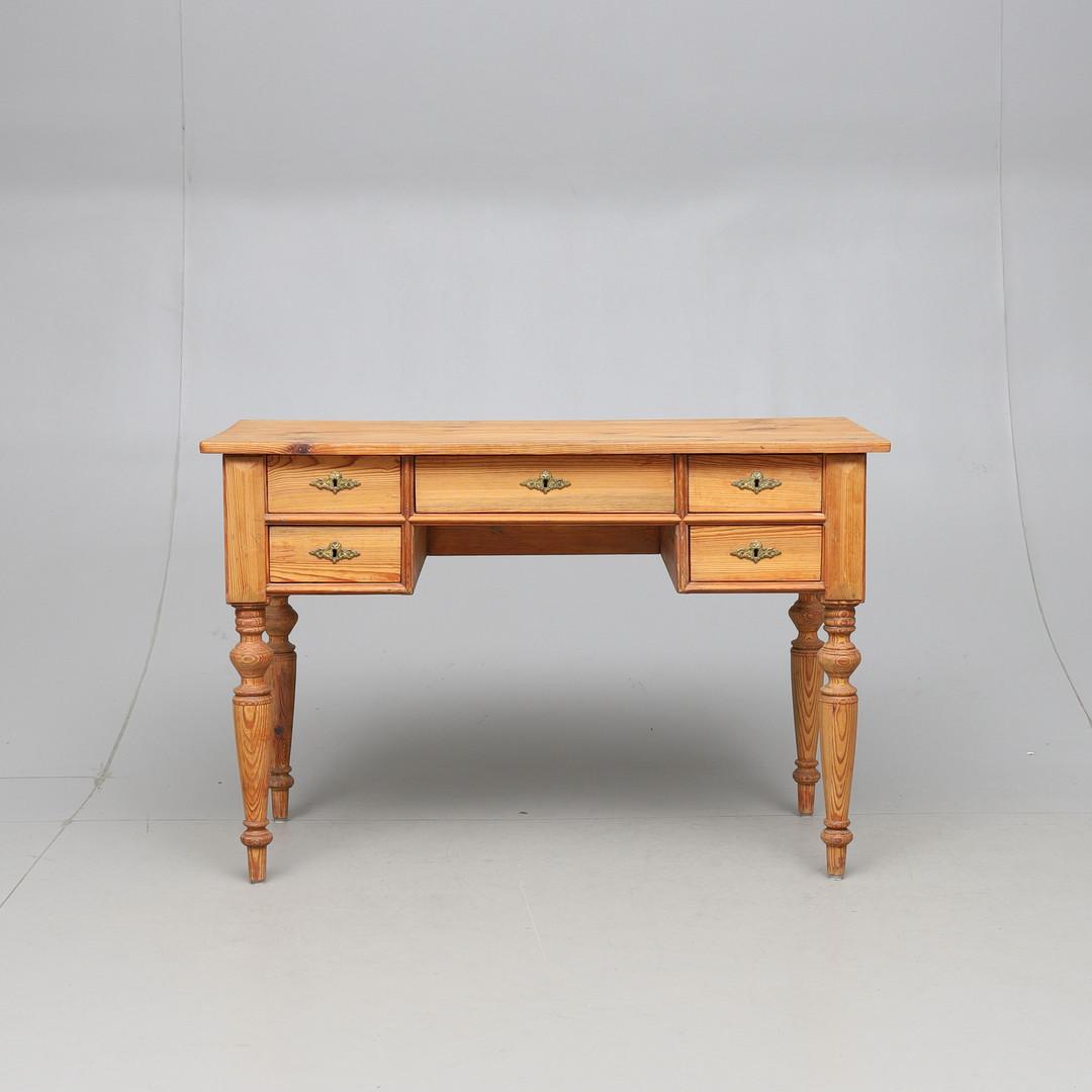 Furuskrivbord 1900-talets första hälft