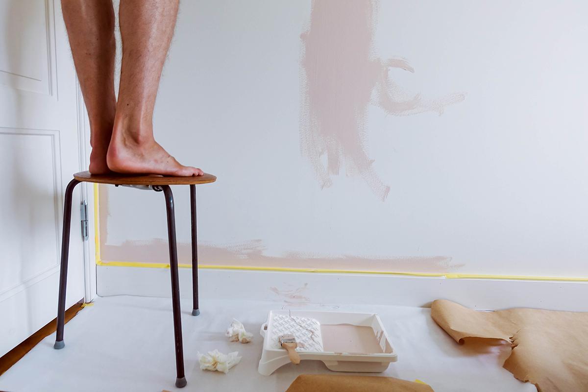 När vi målade om sovrummet och byggde garderober: före och efter