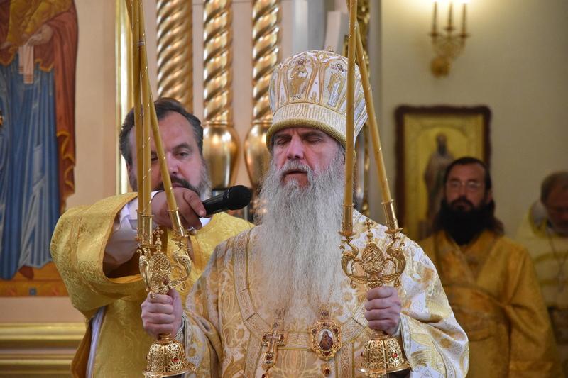 Преосвященный Мефодий совершил Божественную литургию в Свято-Троицком соборе города Каменска-Уральского