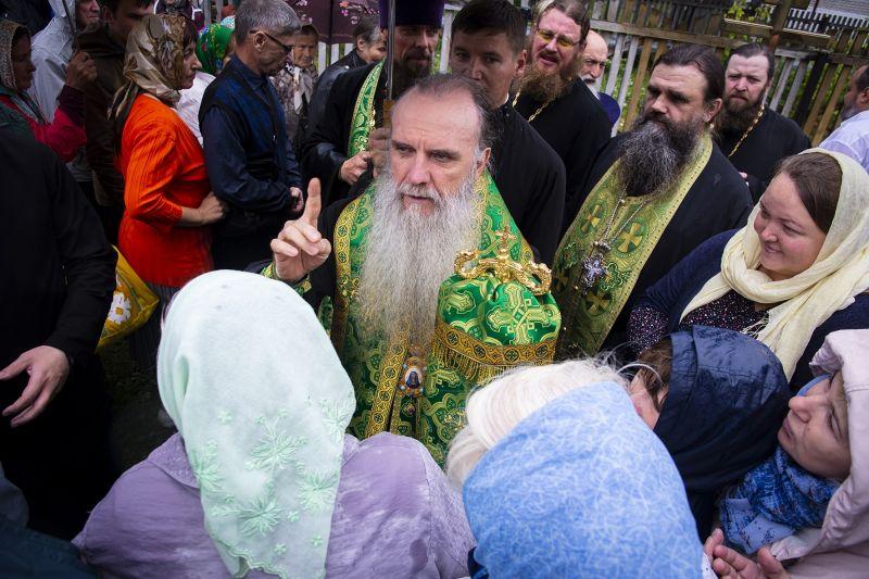 Преосвященный Мефодий совершил праздничную литургию в день памяти преподобного Серафима Саровского в одноименном храме.