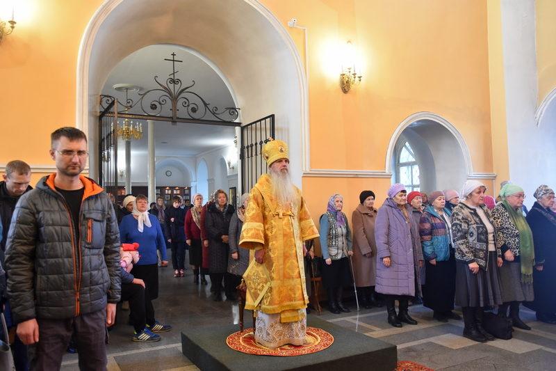 Божественная литургия в Свято-Троицком кафедральной соборе города Каменска-Уральского