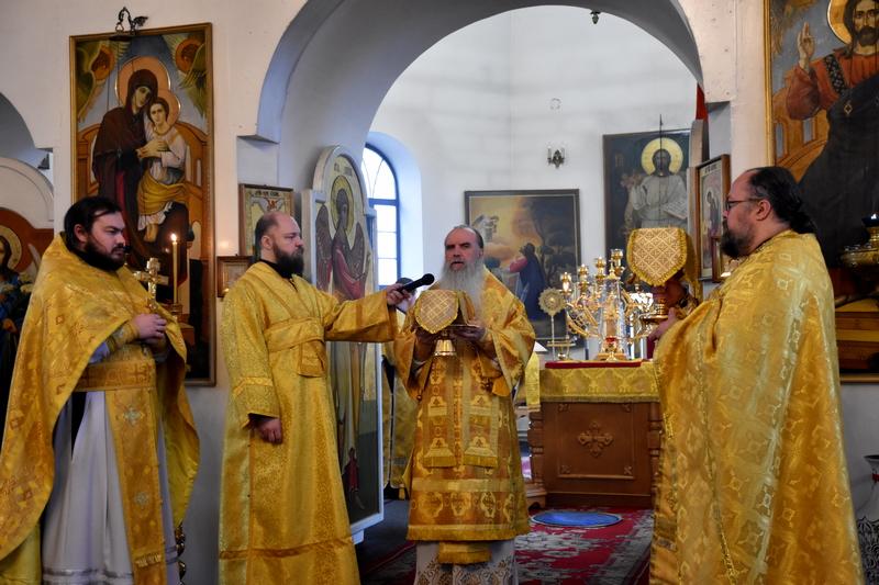 Преосвященный Мефодий совершил Божественную литургию в Спасо-Преображенском монастыре города Каменска-Уральского