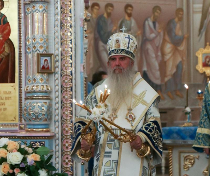 Преосвященный Мефодий совершил Всенощное бдение в Покровском храме города Заречного