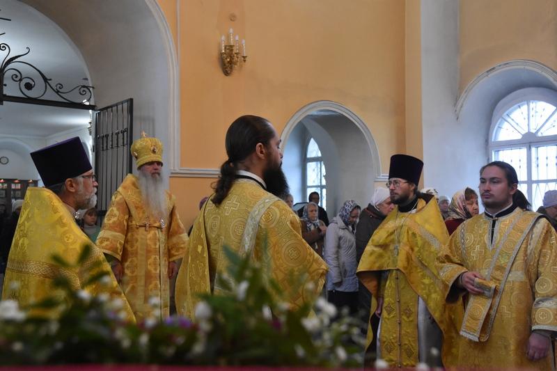 Состоялась архиерейская Божественная литургия в Свято-Троицком соборе города Каменска-Уральского