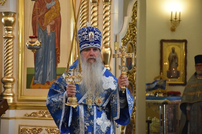В праздник Рождества Пресвятой Богородицы, Преосвященный Мефодий совершил Божественную литургию в Свято-Троицком соборе города Каменска-Уральского