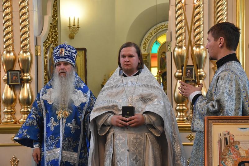 1 сентября Преосвященный Мефодий совершил Божественную литургию в Свято-Троицком кафедральном соборе города Каменска-Уральского