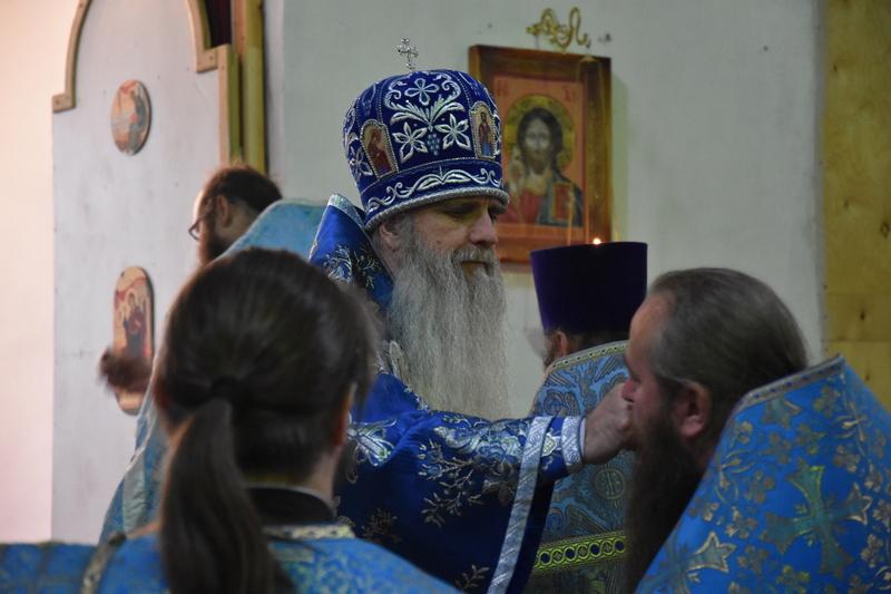Преосвященный Мефодий совершил Божественную литургию в храме Флора и Лавра села Пирогово