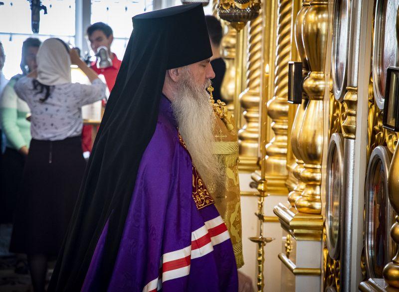 Епископ Каменский и Камышловский совершил Божественную литургию в Свято-Троицком соборе города Каменска-Уральского