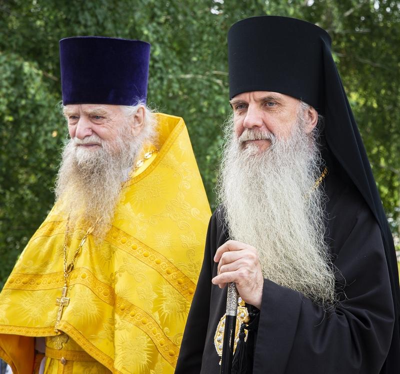 Преосвященный Мефодий совершил Божественную литургию в храме во имя равноапостольного Великого князя Владимира города Асбеста