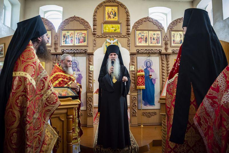 Преосвященный Мефодий совершил Литургию в храме в честь Сретения Господня в с. Колчедан