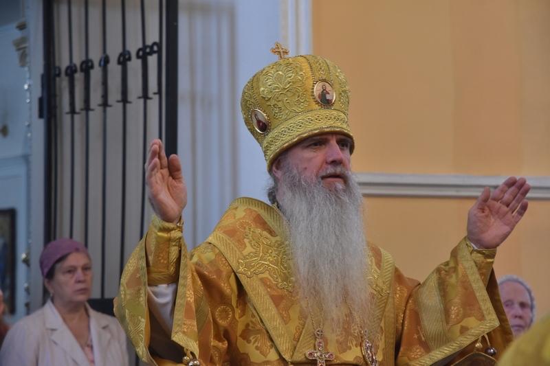 Преосвященный Мефодий совершил Божественную Литургию в Свято-Троицком кафедральном соборе города Каменска-Уральского