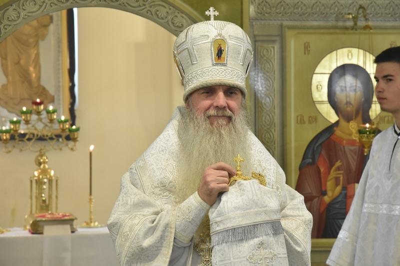 Преосвященный Мефодий совершил Божественную Литургию в храме Покрова Божьей Матери города Заречного
