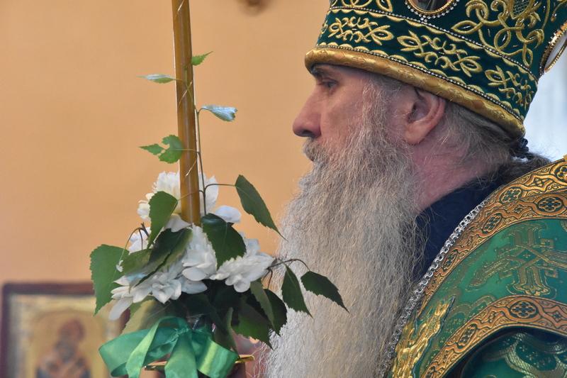 Преосвященный Мефодий совершил всенощное бдение в Свято-Троицком кафедральном соборе города Каменска-Уральского