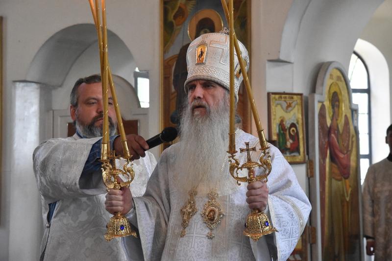 Преосвященный Мефодий совершил Литургию в Спасо-Преображенском мужском монастыре города Каменска- Уральского