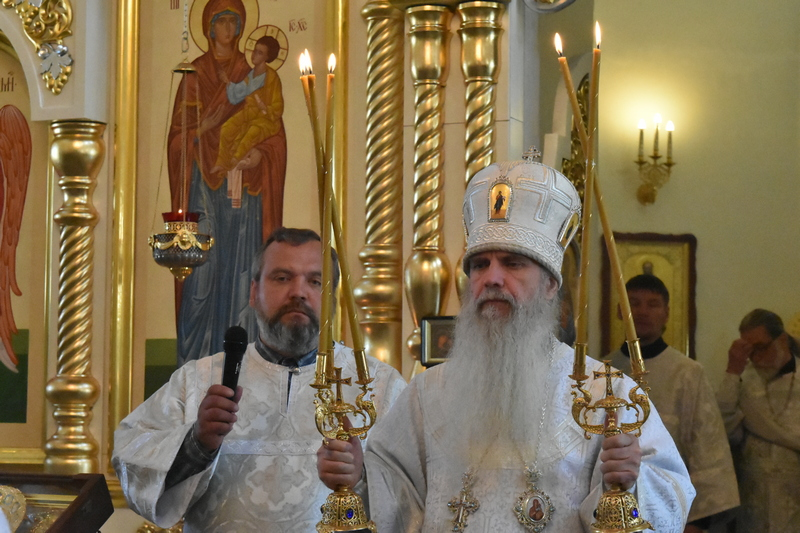 Преосвященный Мефодий совершил Литургию в Свято-Троицком кафедральном соборе города Каменска-Уральского