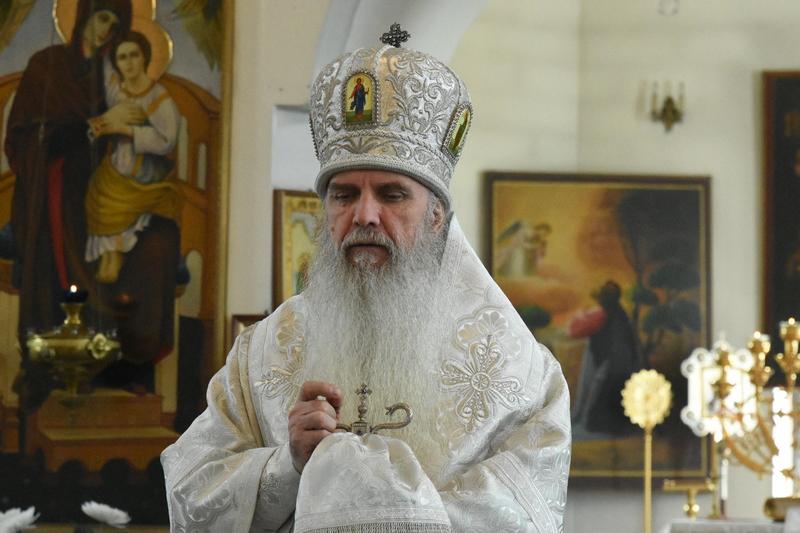Преосвященный Мефодий совершил Литургию в Спасо-Преображенском мужском монастыре города Каменск-Уральского