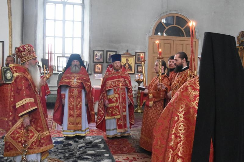 Преосвященный Мефодий совершил Литургию в храме во имя Святой Троицы села Черноусово