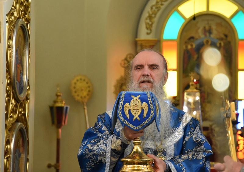 Преосвященный Мефодий возглавил Божественную литургию в Свято-Троицком кафедральном соборе города Каменска-Уральского