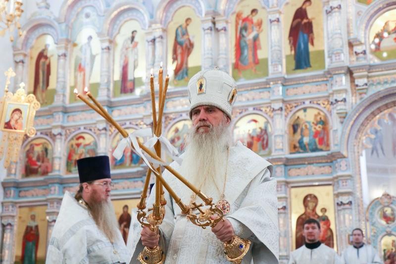 Преосвященный Мефодий совершил Божественную литургию в Покровском храме города Заречного