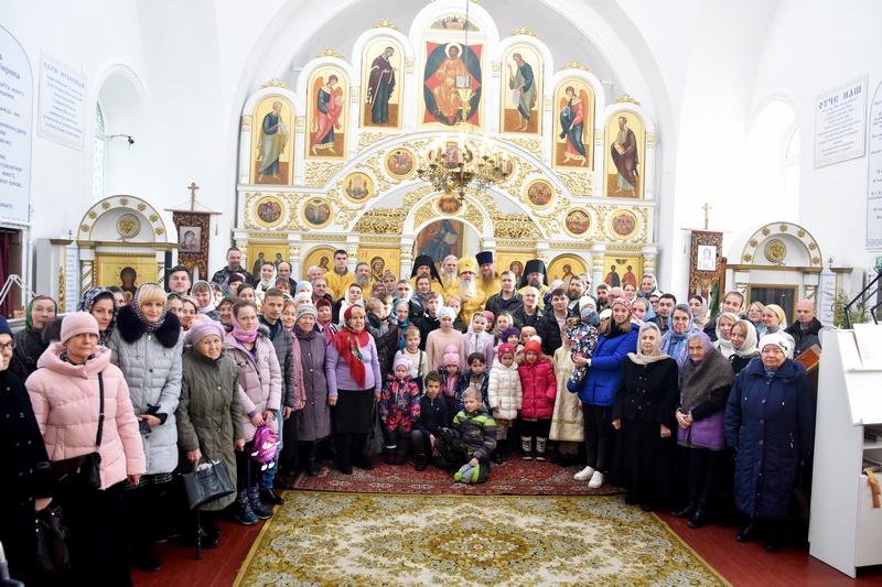 Преосвященный Мефодий совершил Божественную литургию в храме во имя святых мучеников Флора и Лавра с. Косулино