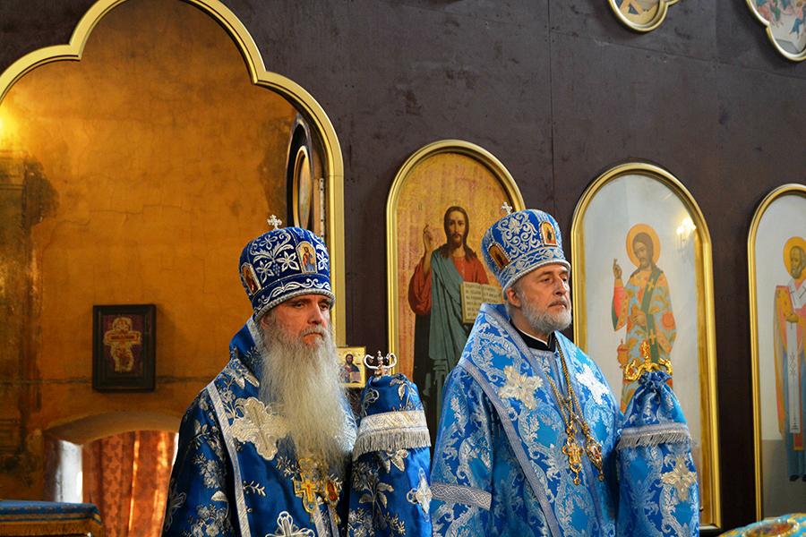 в Скорбященском храме Далматовского монастыря службу возглавил епископ Шадринский и Далматовский Владимир.
