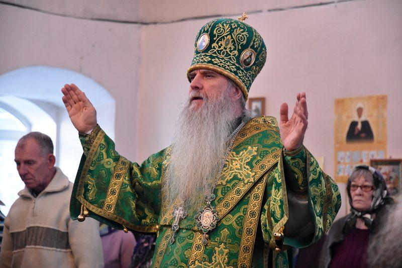 Преосвященный Мефодий совершил Божественную литургию в Покровском женском монастыре