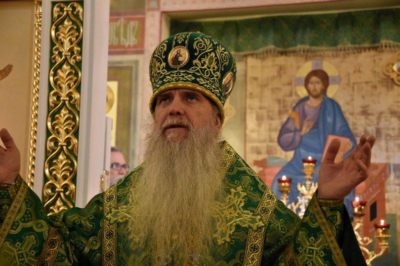 Преосвященный Мефодий совершил Божественную литургию в храме святого благоверного князя Александра Невского