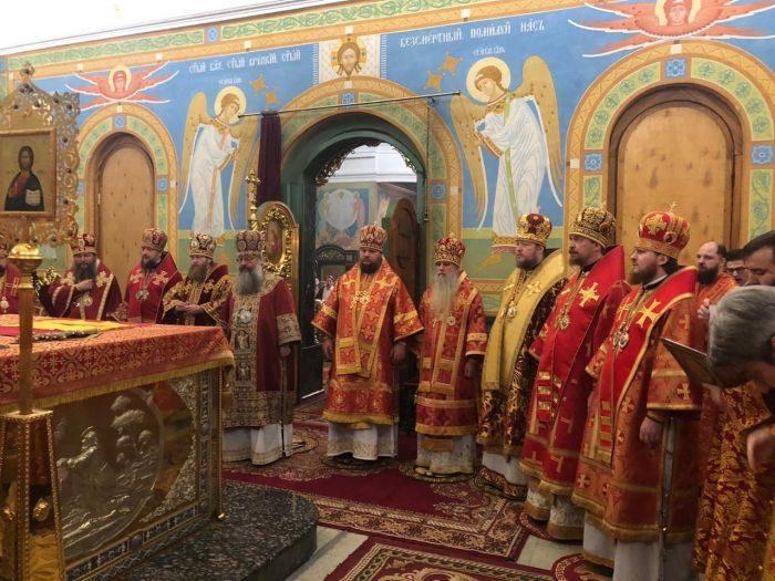 Сонм архиереев совершил праздничную литургию в День святой Екатерины