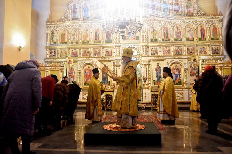 В отдание праздника Введения во храм Пресвятой Богородицы епископ Мефодий совершил Литургию